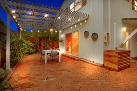 Beach Bungalow #4+AC, Private Outdoor Patio