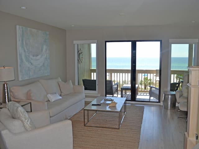 Gorgeous Gulf-front Townhome in Panama City Beach, Indoor and Outdoor heated pool, Covered Parking