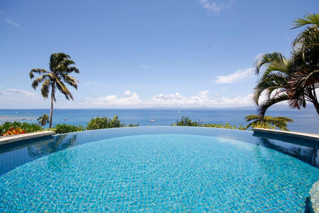 House of bamboo infinity pool h user zur miete in savusavu northern division fidschi - Was ist ein infinity pool ...