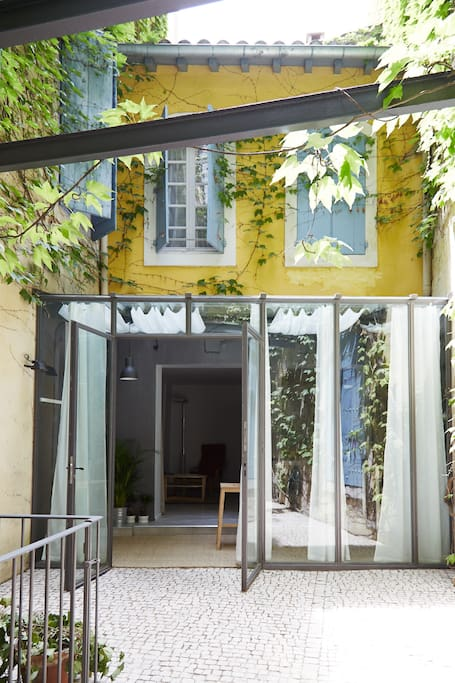 Appart 2ch luxe 4 centr hist patio flats for rent in for Arles appart hotel