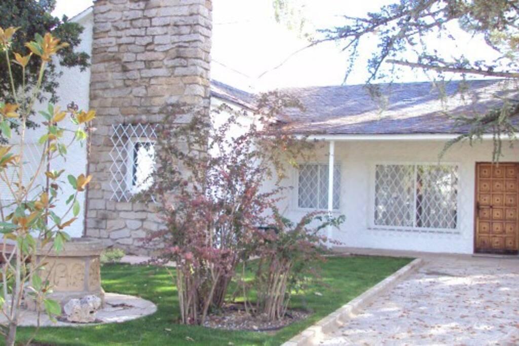 Bonita casa con piscina y jardin casas de campo en for Alquiler de trasteros en colmenar viejo