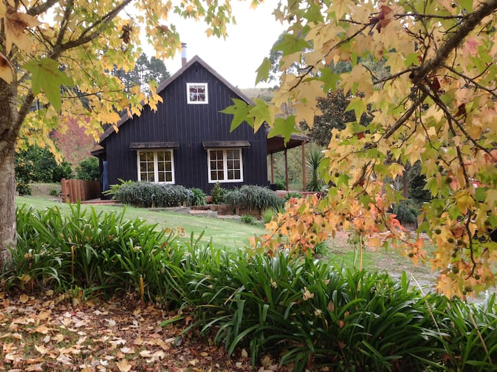 Cabin Black - A country retreat 15 mins from Puhoi