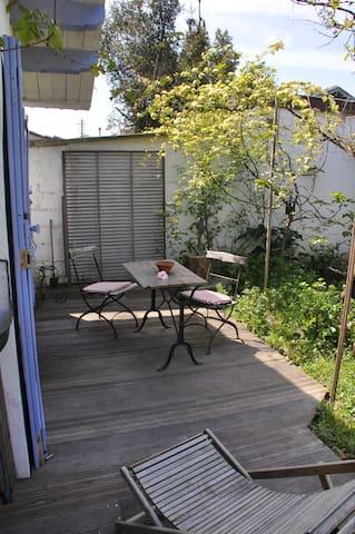 maison studio au calme terrasse et piscine