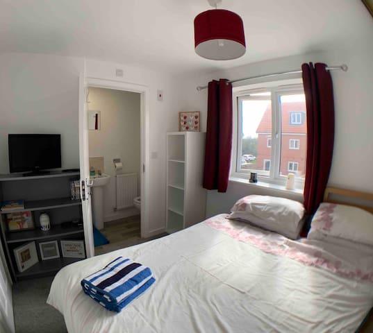 Double room Littlehampton w/ En-suite Shower & WC