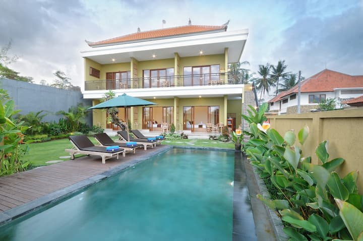 Ubud Family Group 6br Villa With Beautifull Garden Bed And Breakfasts For Rent In Kecamatan Ubud Bali Indonesia