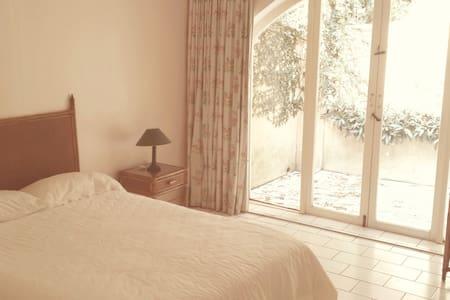 Quiet and Cosy Private Room - Hibberdene - 게스트하우스