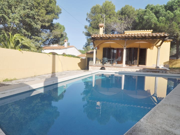 HOUSE WITH PRIVATE POOL, BARBECUE AND WIFI