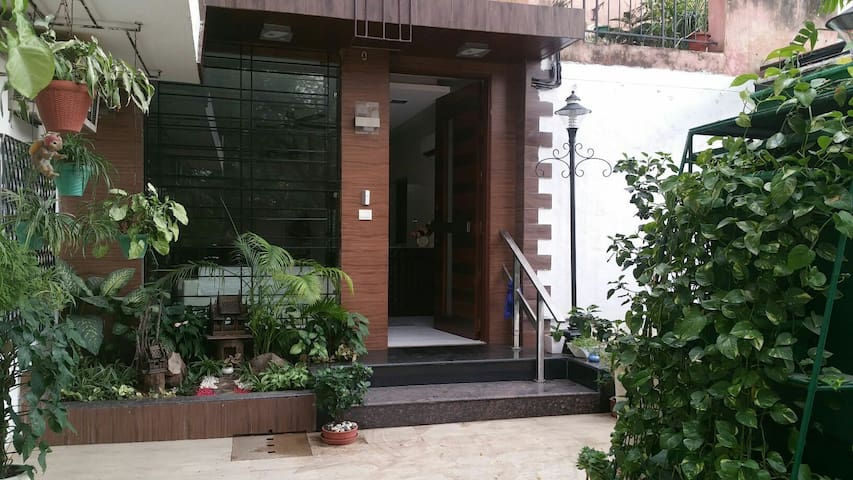 Sunlit, green and warm - Nueva Delhi - Apartamento