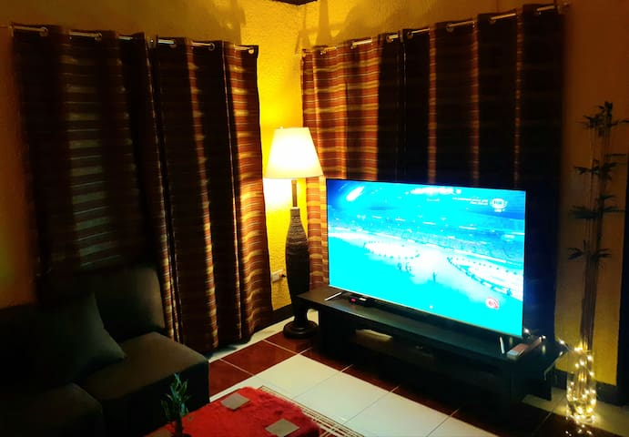 """Very homely, cosy house.. 65"""" tv.."""