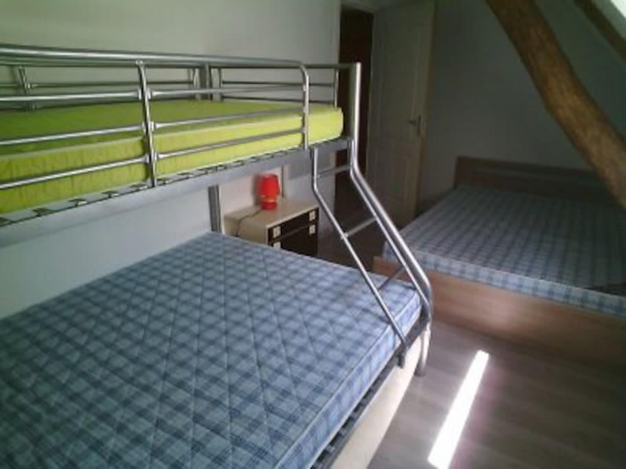 Chambre 2 grands lits + 1 lit simple