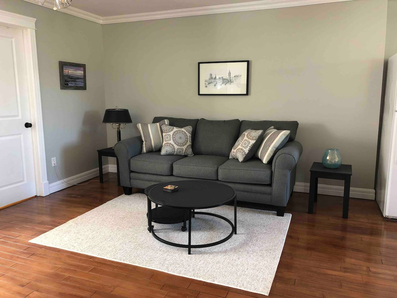 Spacious living room with nesting coffee tables and TV with lots of channels including Netflix.