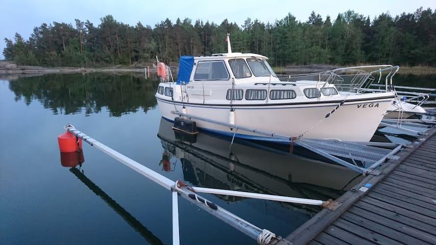 Sov ombord på en båt