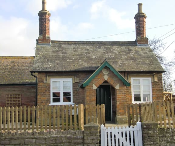 Private Cosy Cottage with one bedroom- Whole house