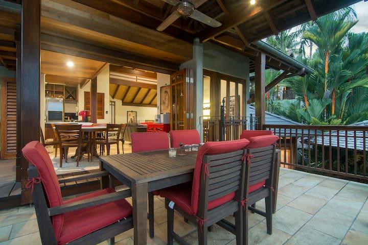 Superior split-level villa in ideal location