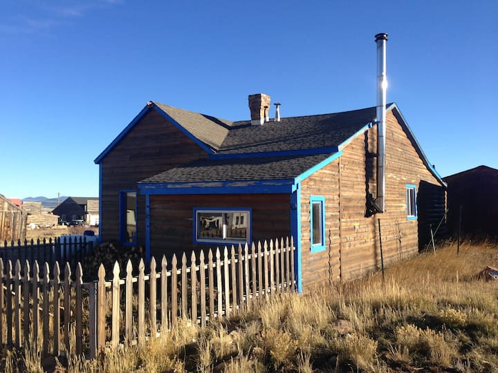 Cozy Mountain Cabin For Budget Travelers
