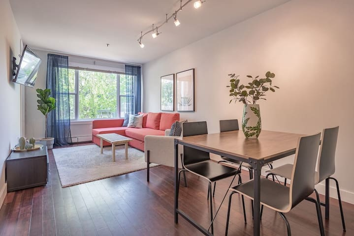 Chic Downtown Condo with Free Parking and King Bed