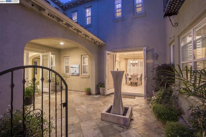 Comfortable & Luxurious 4BR/3BA Home in San Ramon