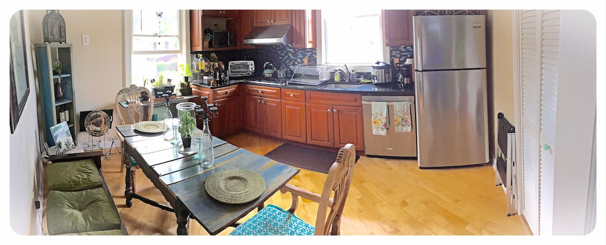 New Guest's kitchen-2 large windows, granite counter, large fridge, dishwasher, microwave, electrical oven, reclaimed wood table for 6.