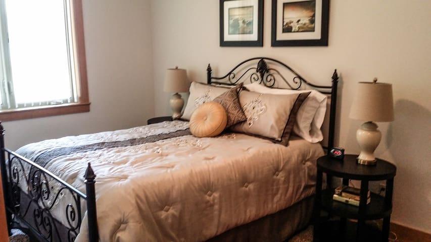 Another bedroom ensuite