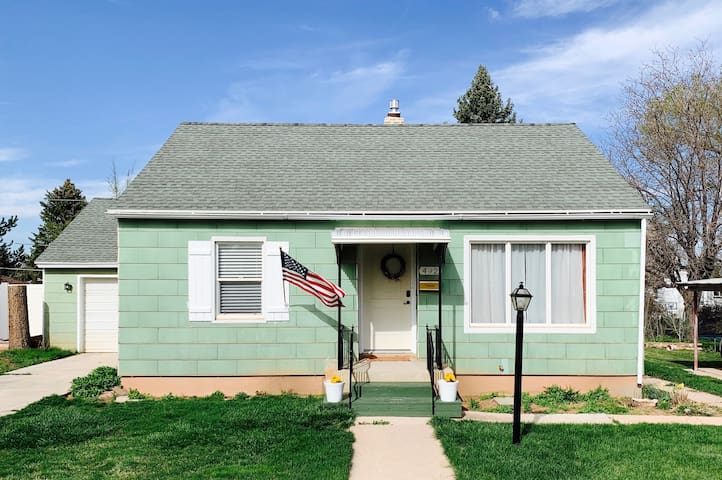 Charming Green Cottage in the Heart of Cedar City!