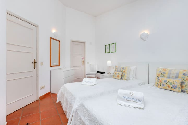 Twin Bedroom - Quarto Duplo