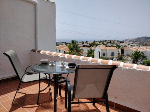 Modern flat with sea views, pool, tennis, WiFi