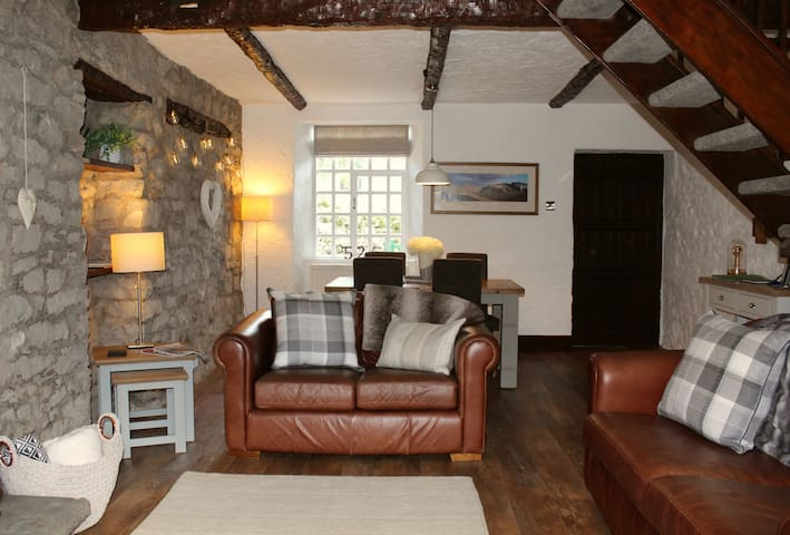 Newly Refurbished Traditional Cottage, Kendal