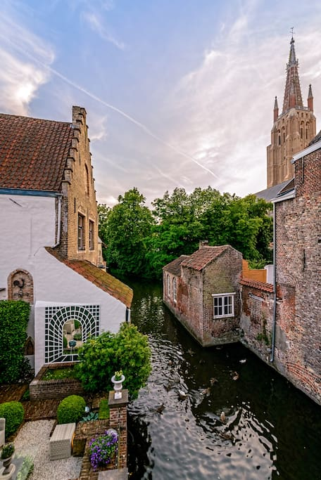 Quiet room in heart of Bruges with view on canal