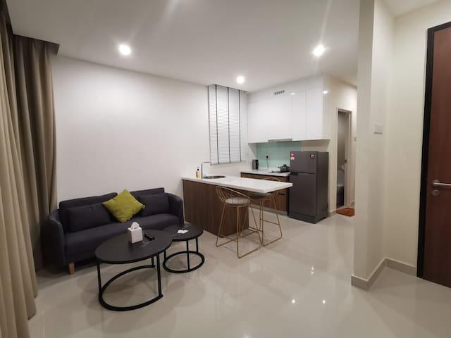4 Stars Studio Condominium, beside SGH 四星级