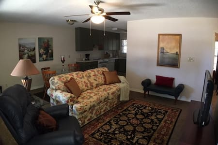 Spacious Condo Perfect for Relaxing & Privacy - Pensacola - Appartement