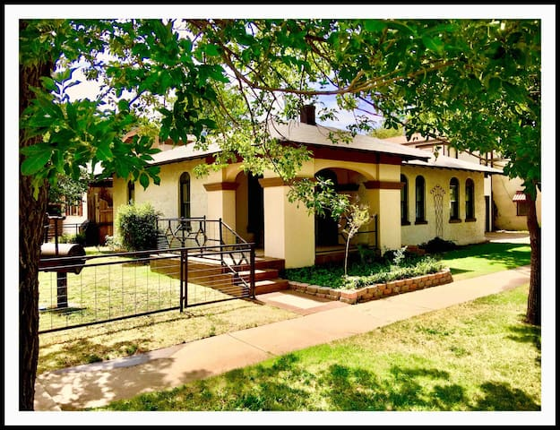 Spacious Downtown Madison Corner Country Cottage