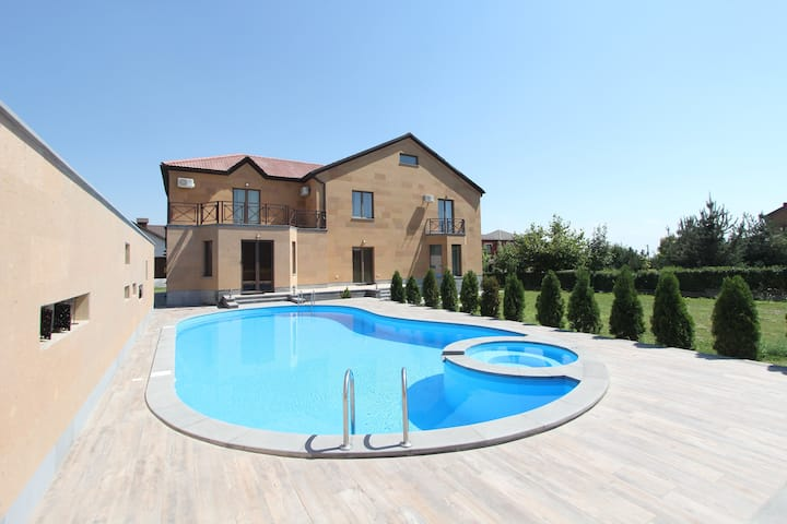 Vahagni Residence, Luxury Villa with Private Pool