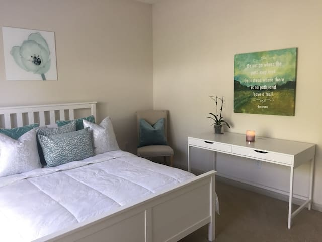 Private Bedroom & Bathroom in Decatur (Emory)