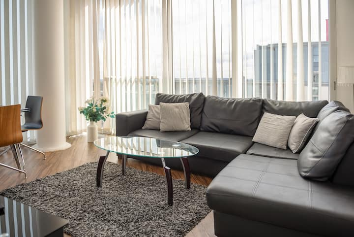 City Stay - Central top floor 2 bedroom apartment
