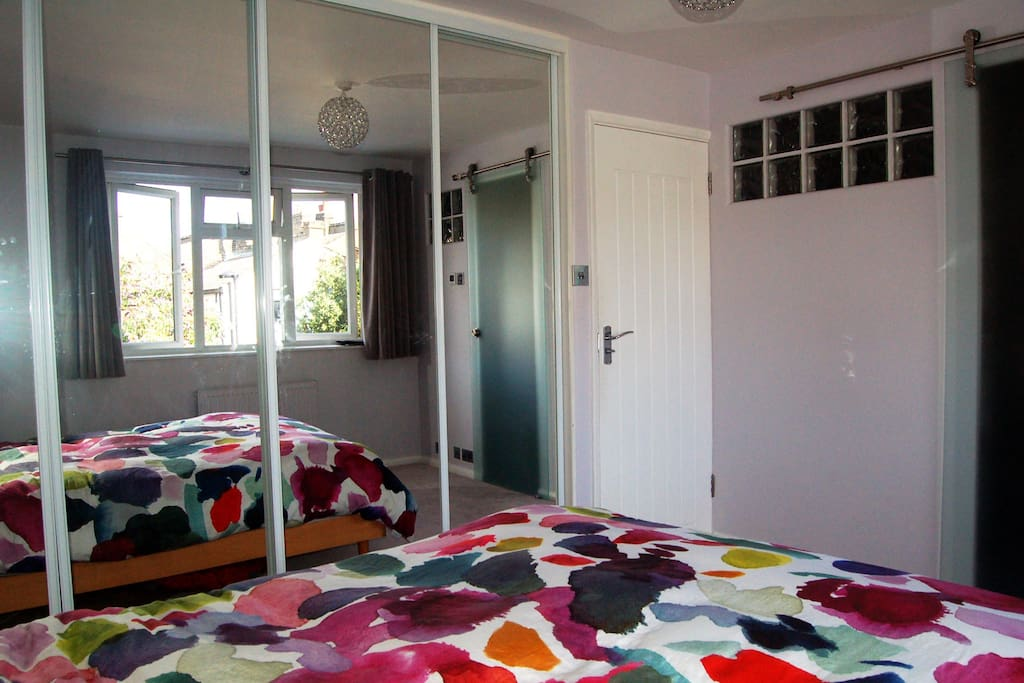 King size bed with ensuite wet room