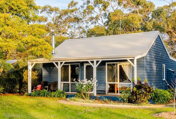 Farm Stay Lavender Cottage (Sleeps 6)