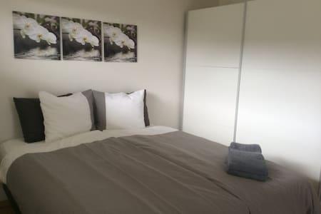 Melas 9 Guesthouse #1 - Reykjanesbær - Bed & Breakfast