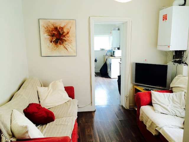 Room in Forest Gate available, near Stratford - London - Rumah