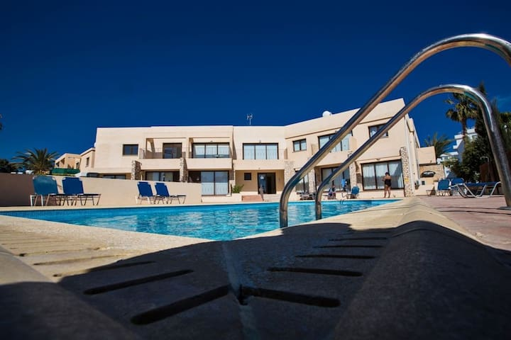 Ayia Napa Holiday Apartment NA102