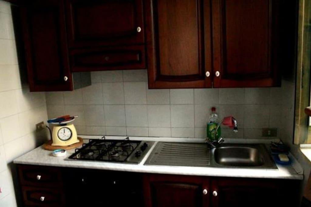 Cucina attrezzata, piano inferiore.