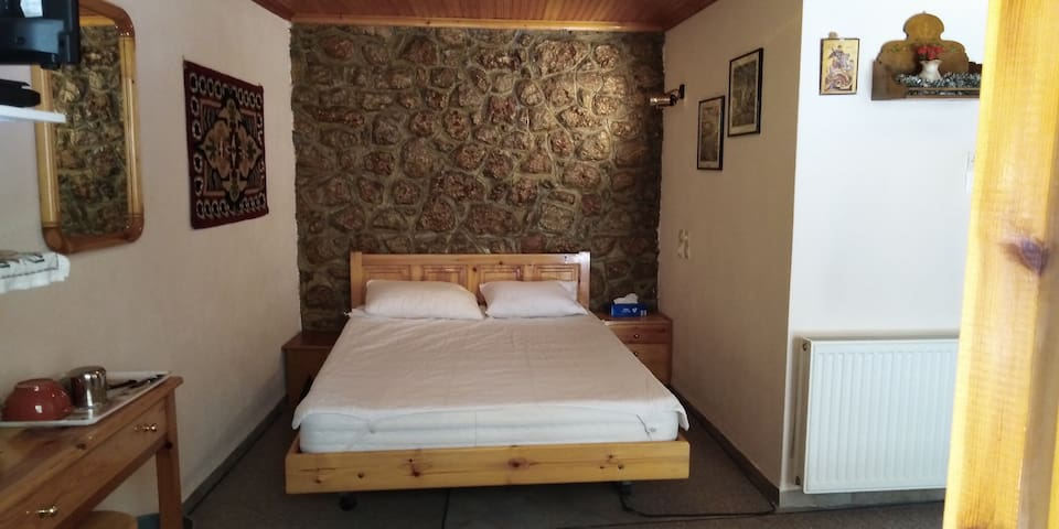 Country style room at the center of Arachova