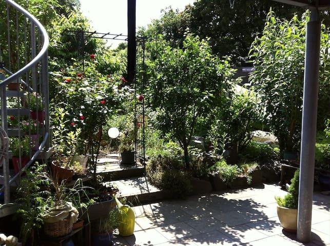 Kleine FeWo mit bezauberndem Garten, Stadtrand - Landau in der Pfalz - Condominium