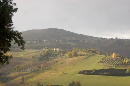 Private Apt in Restored Farmhouse, Stunning Views - Saragano