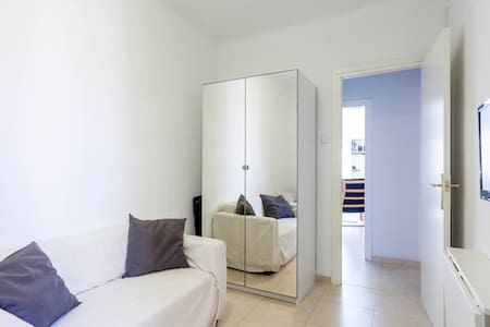 Barcelona Beach Pad - Bedroom 1 - Barcelona - Apartment