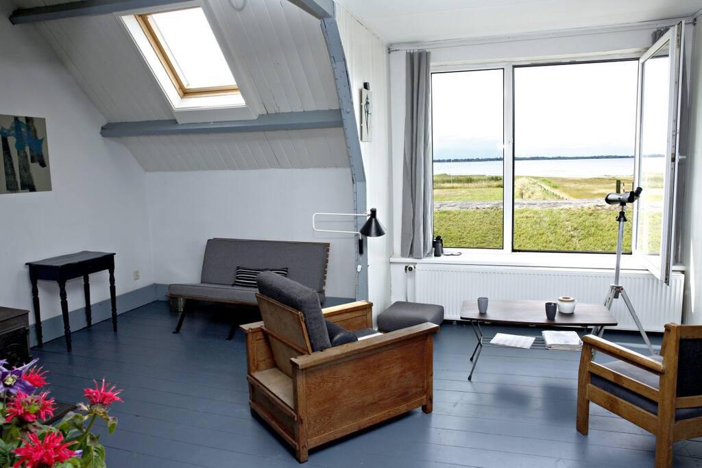 Door het grote raam op het zuiden heeft u een prachtig uitzicht op Zeeland