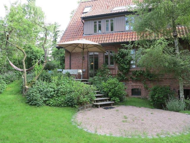 Gemütliches Haus an der Elbe bei Hamburg