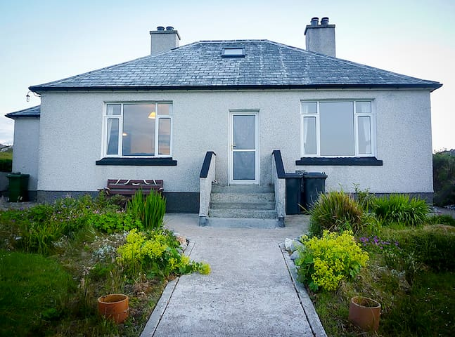 Gleannan Holiday Cottage - ideal surfing base! - Carloway - บ้าน