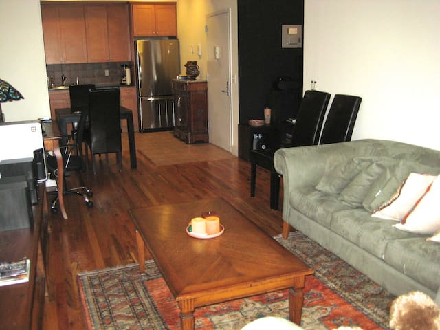Beautiful apt x rent in astoria ny apartments for rent for Aki kitchen cabinets astoria ny