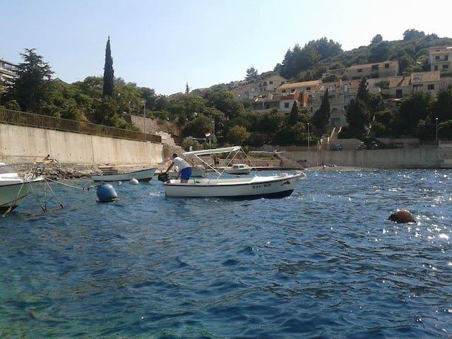 small motor boat  - Korčula - Barco