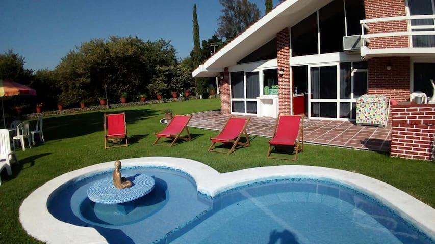 Casa con alberca y amplio jardín - Cocoyoc - Casa